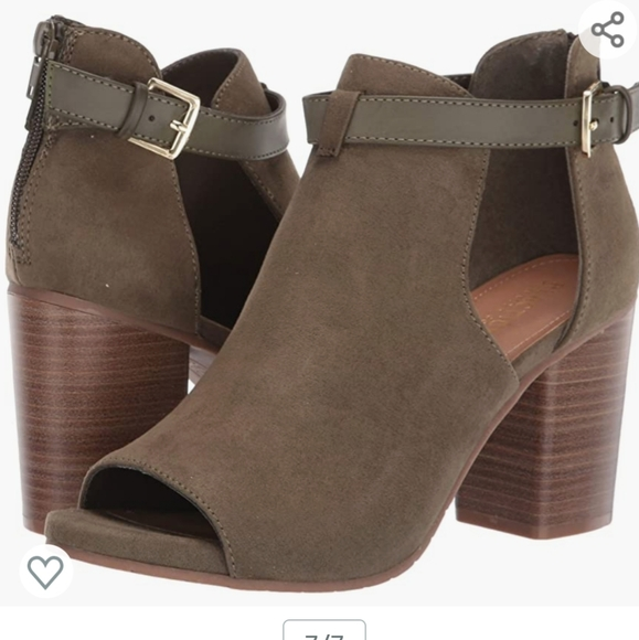NWOT Olive Hit Hooded Bootie Ankle Boot